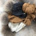 pom-pom bonnet